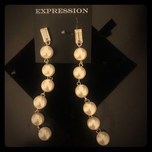 Expression pearl earrings